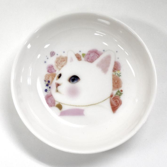 手のひらサイズの小皿です。