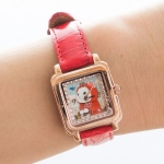 【ワケあり】猫の腕時計 赤ずきん ピンクゴールド/赤