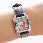 【ワケあり】猫の腕時計 赤ずきん シルバー/黒