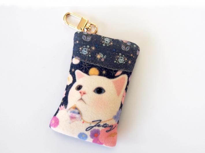キラキラ輝く<br>幻想的な世界観が魅力的♪<br>白ネコのかわいいコインケース☆