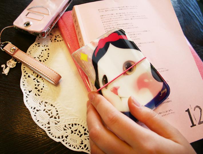 白雪姫猫がかわいらしい♪<br>実用的なカードケースです♪