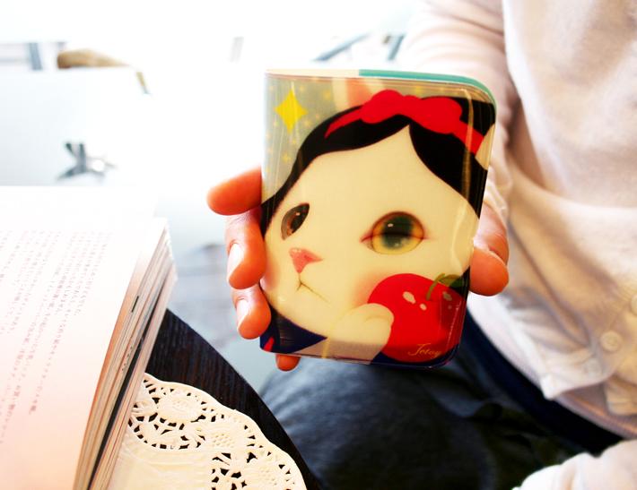 角度によって、見え方が変わります♪<br>大きく描かれた白雪姫がかわいらしい◎