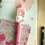 猫のキラキラマスコットボールペン ピンクずきん2