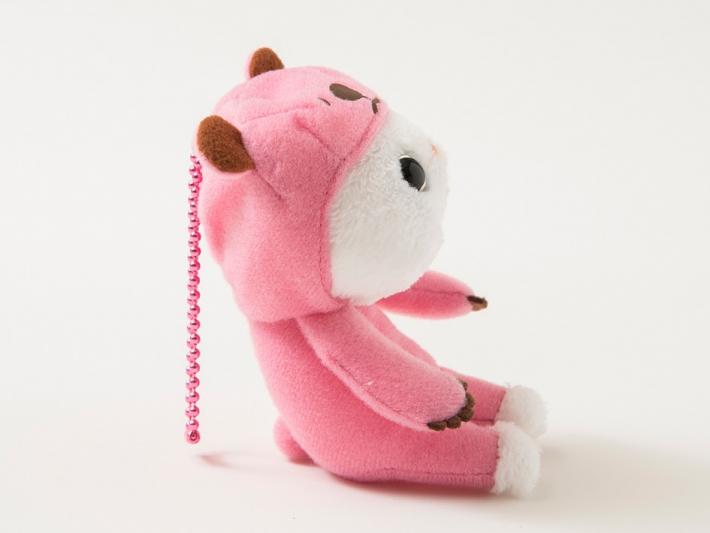 横向きだとこんな感じ♪<br>ちょこんとお座りしてる姿に癒されちゃいます☆ 頭にピンクのボールチェーン付きです。
