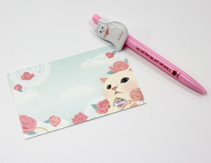 少し厚手の紙でできているので、<br>カードとしても使えます。