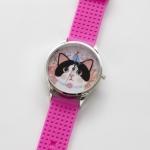 【ワケあり】猫のビッグフェイス腕時計 白黒 シルバー/ピンク