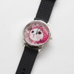 【ワケあり】猫のビッグフェイス腕時計 ピンクずきん シルバー/黒