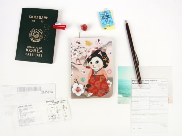 日本のパスポートが<br>ぴったり入ります。