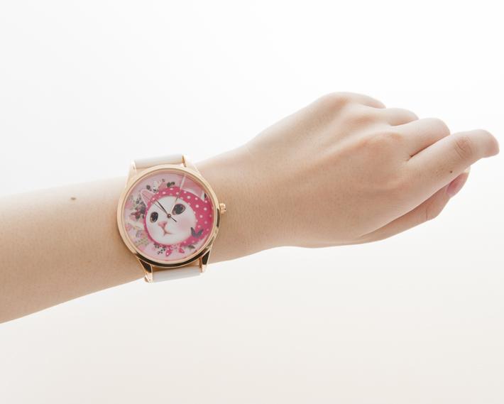 腕元を個性的に飾ってくれる時計!<br>目を引くデザインです♪<br>