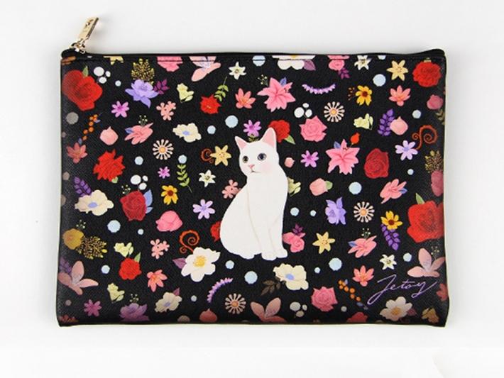 真ん中の白猫を中心に、<br>鮮やかなお花が描かれたデザインが<br>おとなっぽい♪