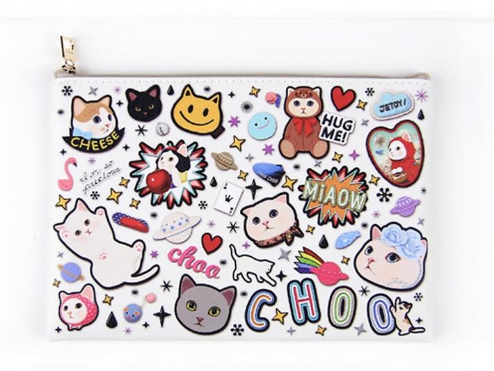 いろいろなchoo chooが描かれた、<br>カラフルなデザイン◎<br>みているだけで元気になれそう!!
