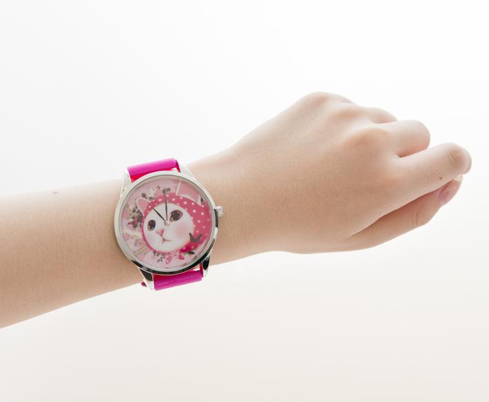 腕元を個性的に飾ってくれる時計!<br>目を引くデザインです♪