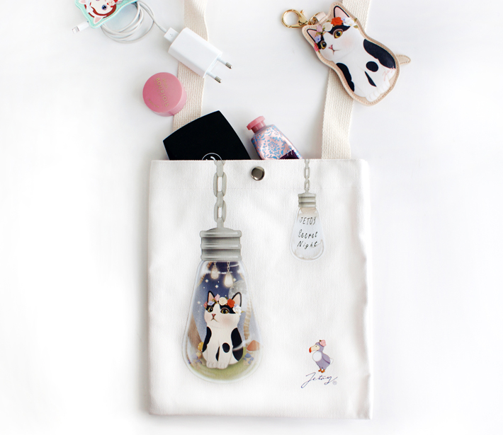 白黒猫が電球の中に!<br>かわいすぎるデザインの<br>ショルダーバッグ☆
