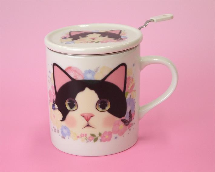 たっぷりサイズの<br>白黒猫の柄のマグカップです。