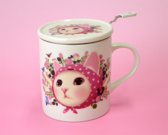ふたと茶こしをはずすとこんな感じ。裏にも同じ絵柄が入っています。