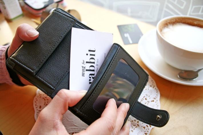 どんなシーンで使っても、自慢できるお財布です。