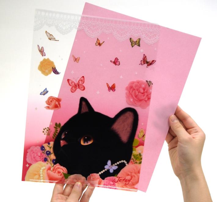 ピンクのバラに埋もれた黒猫が魅力的☆<br>中の書類が見やすいデザインです♪