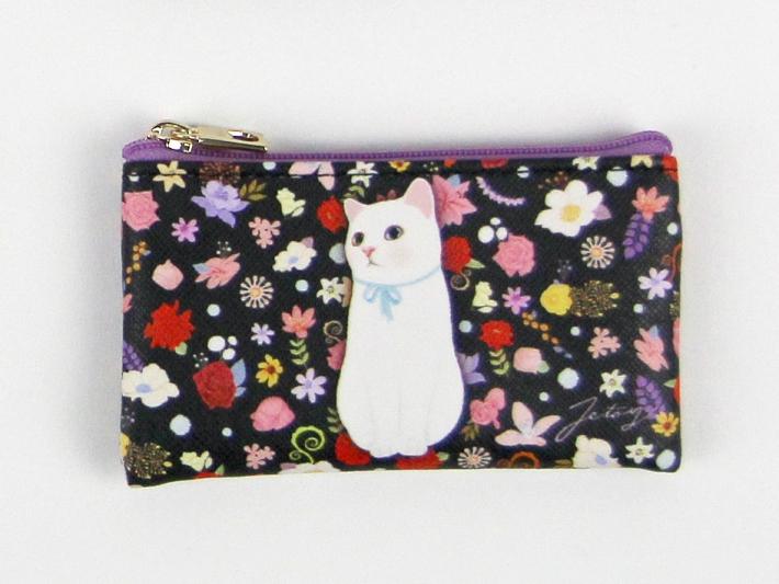 散りばめられたお花の中に佇む、<br>白猫が存在感のあるデザイン!