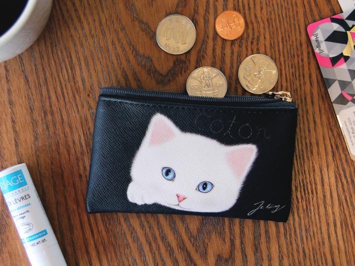 カードやコインも入るから<br>バッグが小さいときにはお財布代わりに!