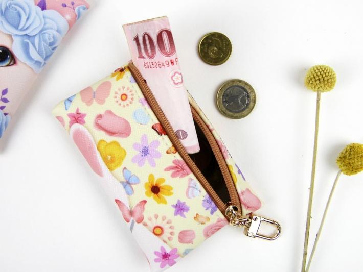 ちょっとお金を入れたり、大切な小物を入れるのにぴったり!<br>※写真は別の柄のものです。