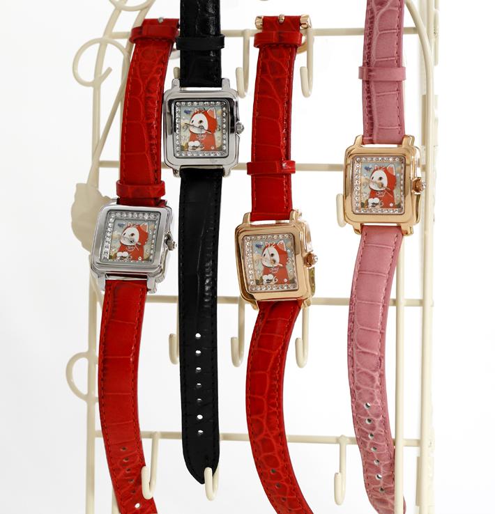 フェイスはピンクゴールドとシルバー、<br>ベルトはピンク、赤、黒があります
