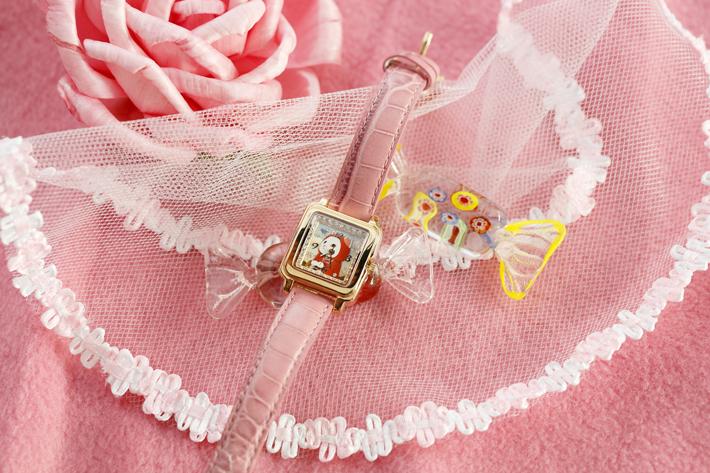 ピンクゴールドのフェイスと<br>ピンクのベルトが華やかな<br>デザインの腕時計☆