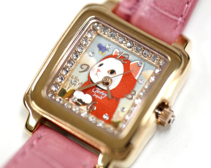 赤ずきん猫をぐるりと飾る<br>スワロフスキーがキレイです!
