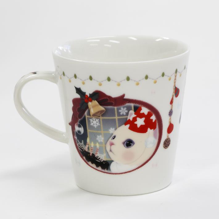 窓の外の雪景色を<br>興味津々にのぞいている<br>白猫choo choo♪<br>お部屋もクリスマス仕様に<br>飾り付けられています☆
