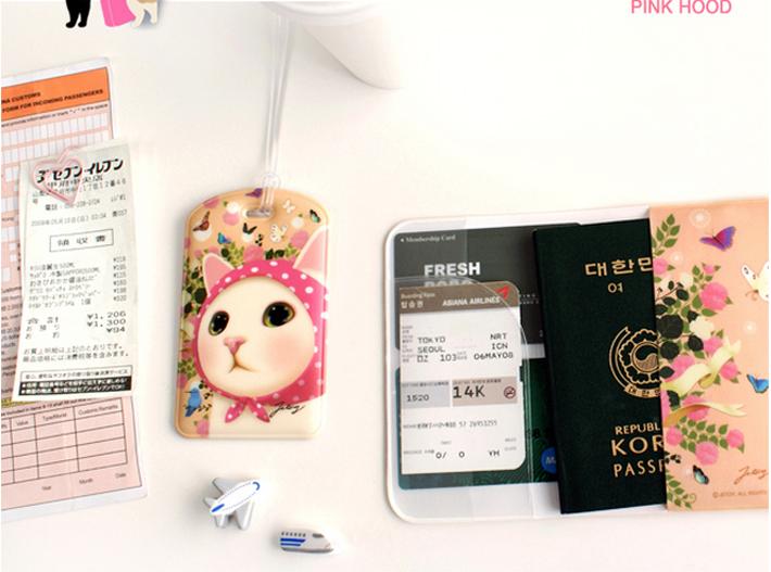 パスポートケースと<br>お揃いのイラストが楽しめます♪