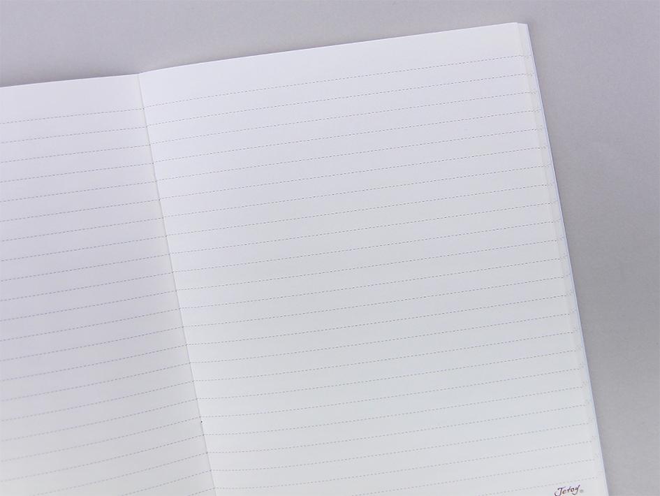中はシンプルな罫線のみのノートです♪<br>自由な発想で楽しく使ってくださいね☆