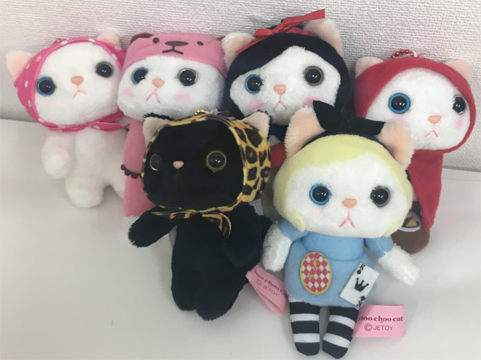 猫のマスコットが大集合♪<br>ピンクずきん、赤ずきん、アリス、<br>白雪姫、ピンクベア、<br>そしてレオパードずきん黒!<br>キュートな魅力全開です☆