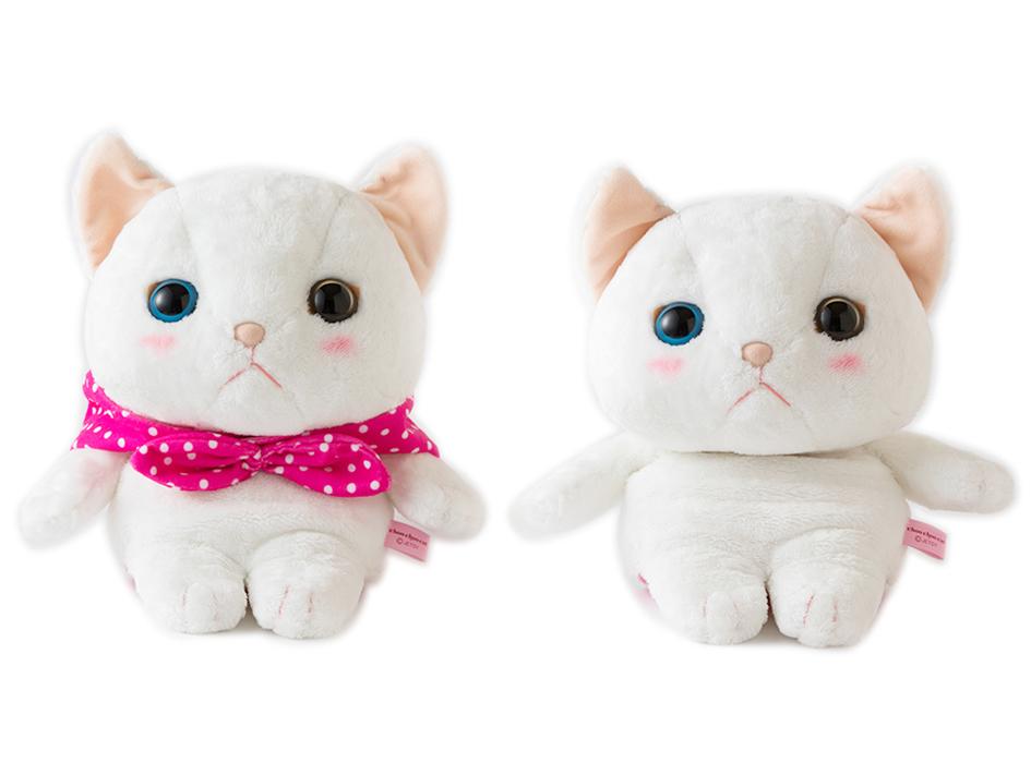 ピンクのずきんを取り外すと<br>真っ白な猫ちゃんに♪<br>気分に合わせて付け替えてもいいですね◎