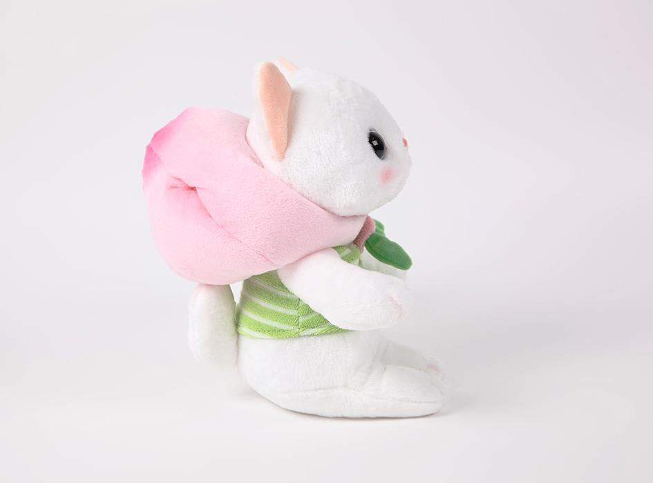 かぶりものを外せば、<br>真っ白な白猫choo chooが!<br>横顔も愛らしいですね♪