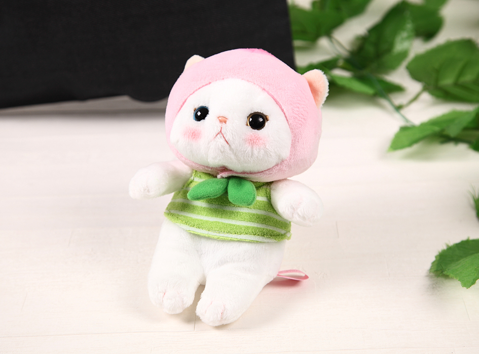 桃のずきんをかぶったピーチ猫の<br>かわいらしいぬいぐるみ♪