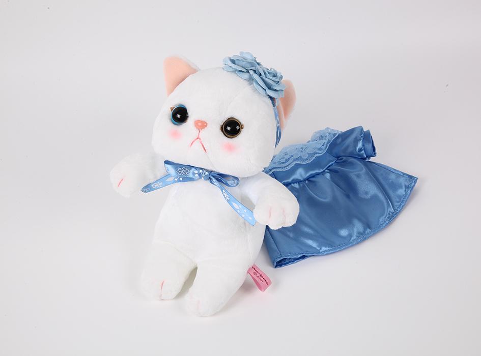 鮮やかな青色がきれいなドレスは<br>取り外し可能です◎
