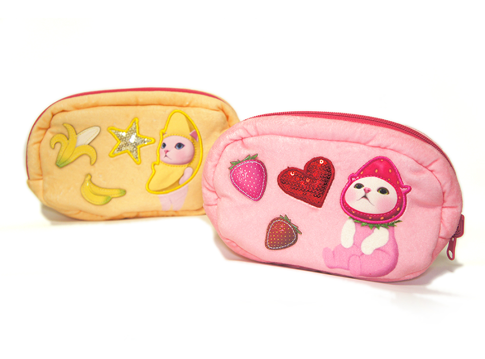 猫のふわふわリバーシブルポーチ いちご/バナナ