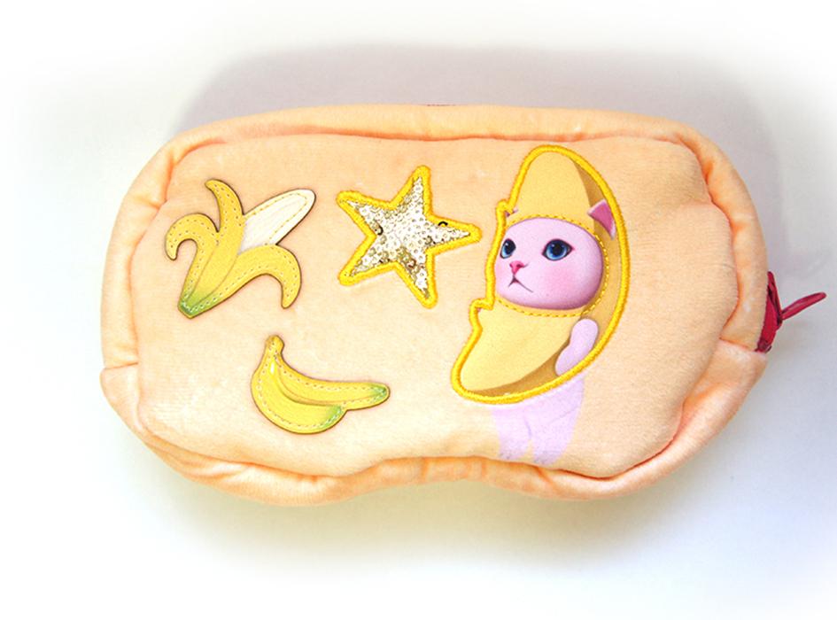 ひっくり返すと、<br>バナナ猫を中心に<br>かわいいモチーフがたくさん!<br>ワッペンでデザインされているので<br>立体感もあってステキです♪
