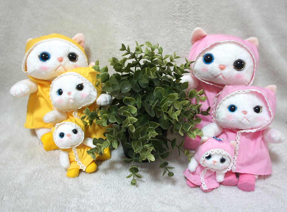 """雨ふりのぬいぐるみは、<br>2色各3サイズで、全部で6種類。<br>全部そろえたい!!<br><br><A Href=""""http://www.choochoo.jp/i/AX091"""">【猫のぬいぐるみ 雨ふり】の<br>色違いはこちらをチェック♪</a>"""