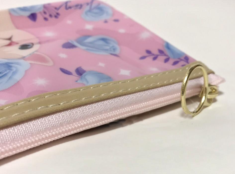 ファスナーの色は<br>ピンクを採用(^^)<br>ゴールドの引き手部分もすてき♪