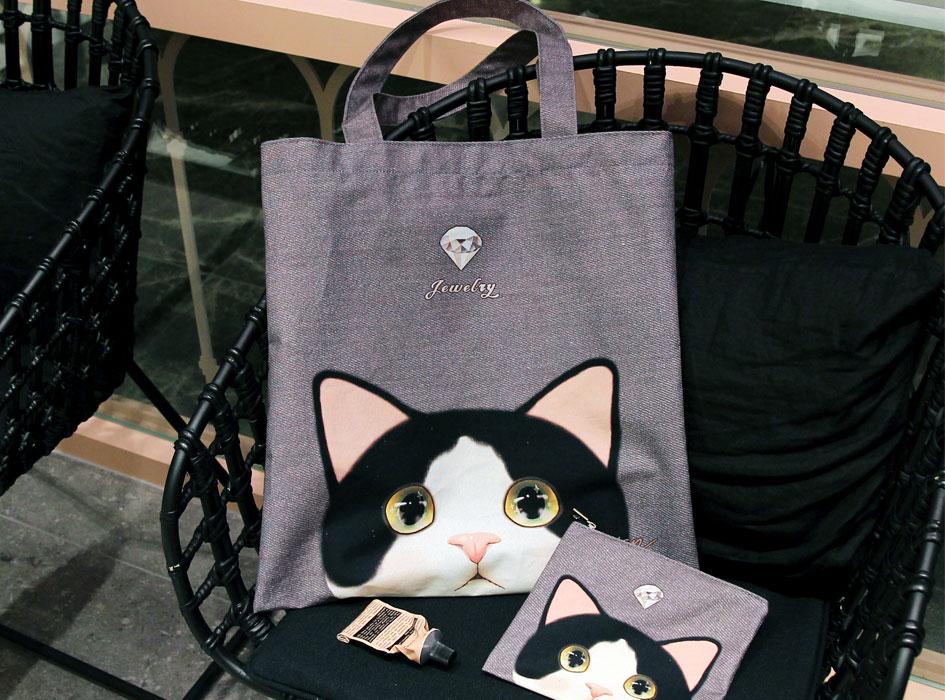 白黒猫の大きな瞳がかわいらしい♪<br>見ているだけで、癒されます♪