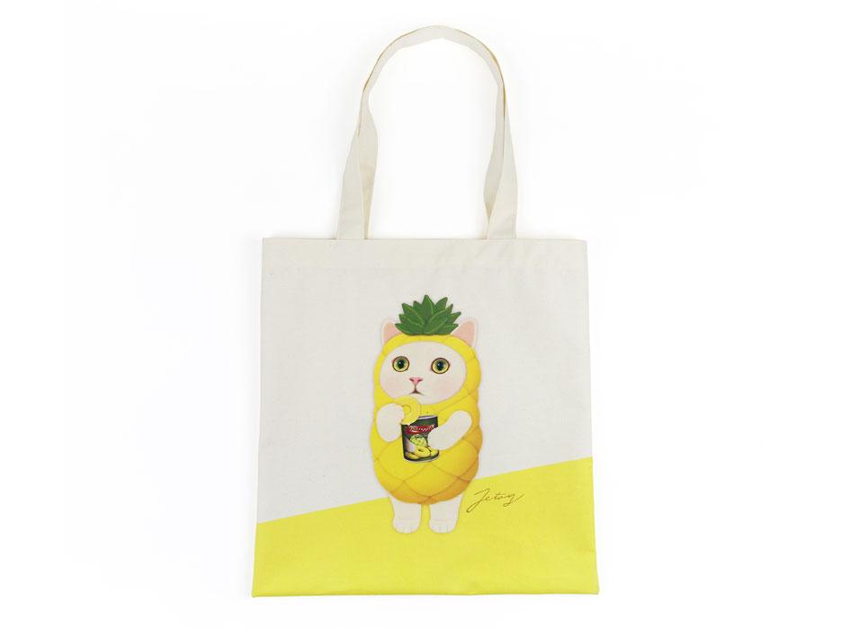 全面に描かれた、パイナップル猫がとってもキュート♪<br>シンプルで使いやすい、ポリコットントートバッグです♪<br>