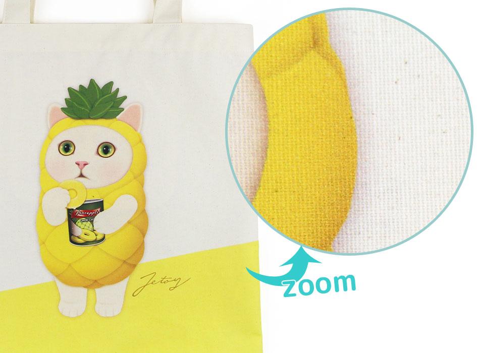 本製品はコットン生地を使用しているため、<br>猫の顔を含め、全体に粒のようなもの(植物の破片)が見られます。<br>素材本来の風合いを生かしたものですので、ご了承ください。<br>