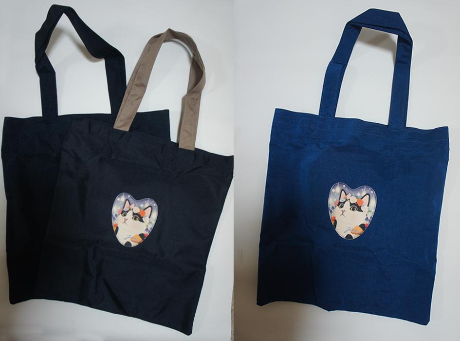 エコバックとして大活躍!<br>キュートな白黒フラワー猫の<br>かわいいトートバッグ♪<br>バッグ本体の色は<br>2種類からお選びいただけます☆