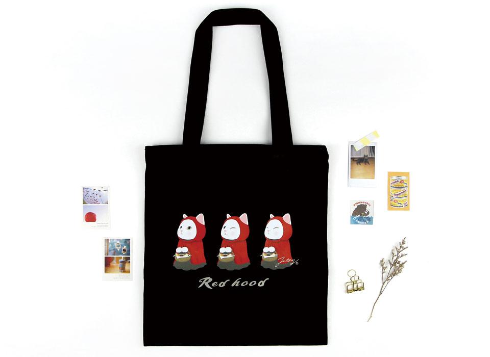 表情の違う3匹の赤ずきん猫!<br>持ちやすくて便利なトートバッグ♪