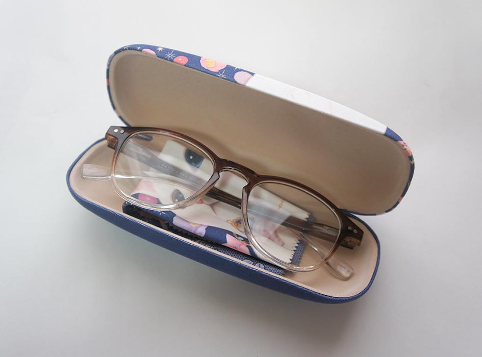 普段使っているメガネも、<br>メガネケースを変えるだけで、<br>華やかな印象に!