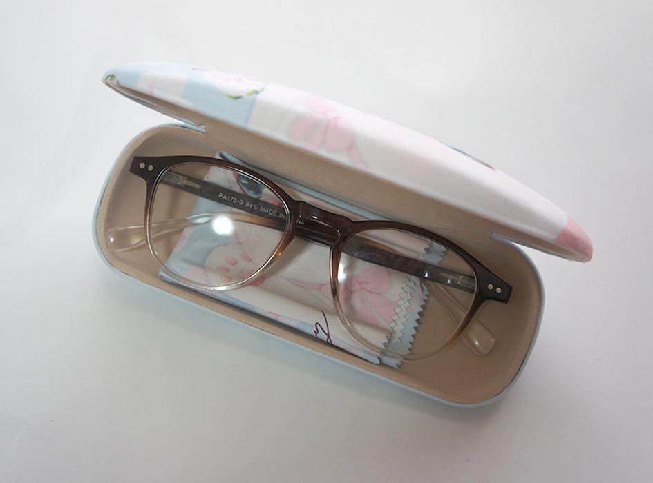 普段使っているメガネも、<br>メガネケースを変えるだけで、<br>すてきなデザインに見えてくるから<br>不思議です。