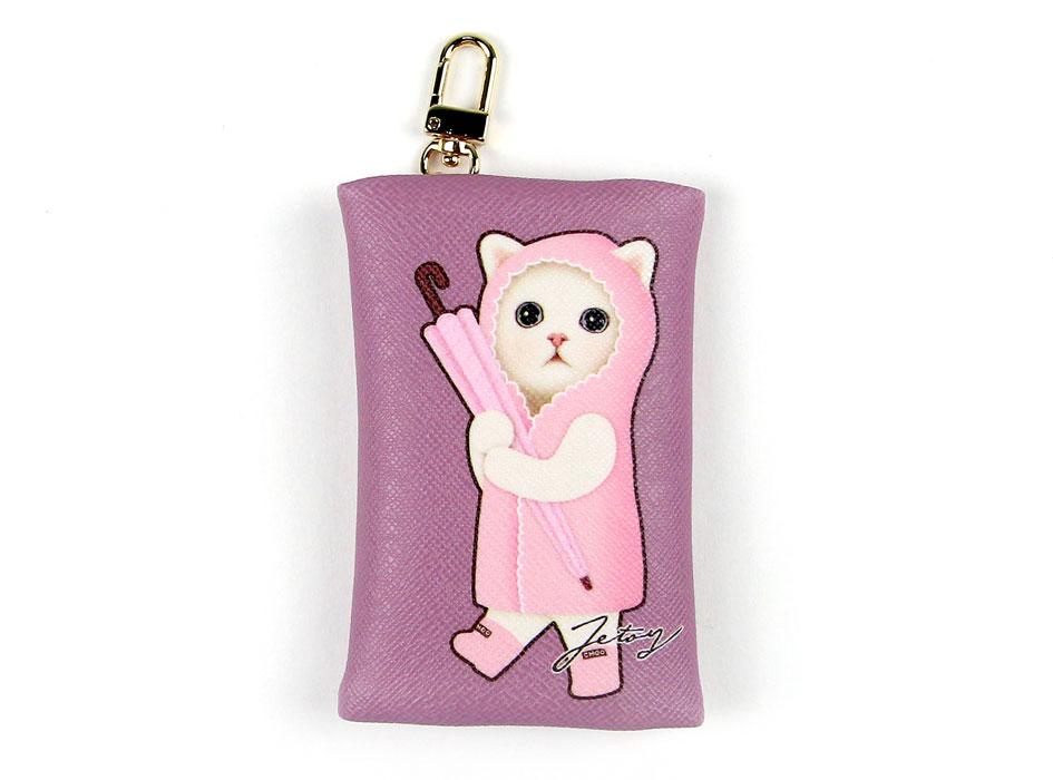 ピンク色で揃えたキュートな白猫♪