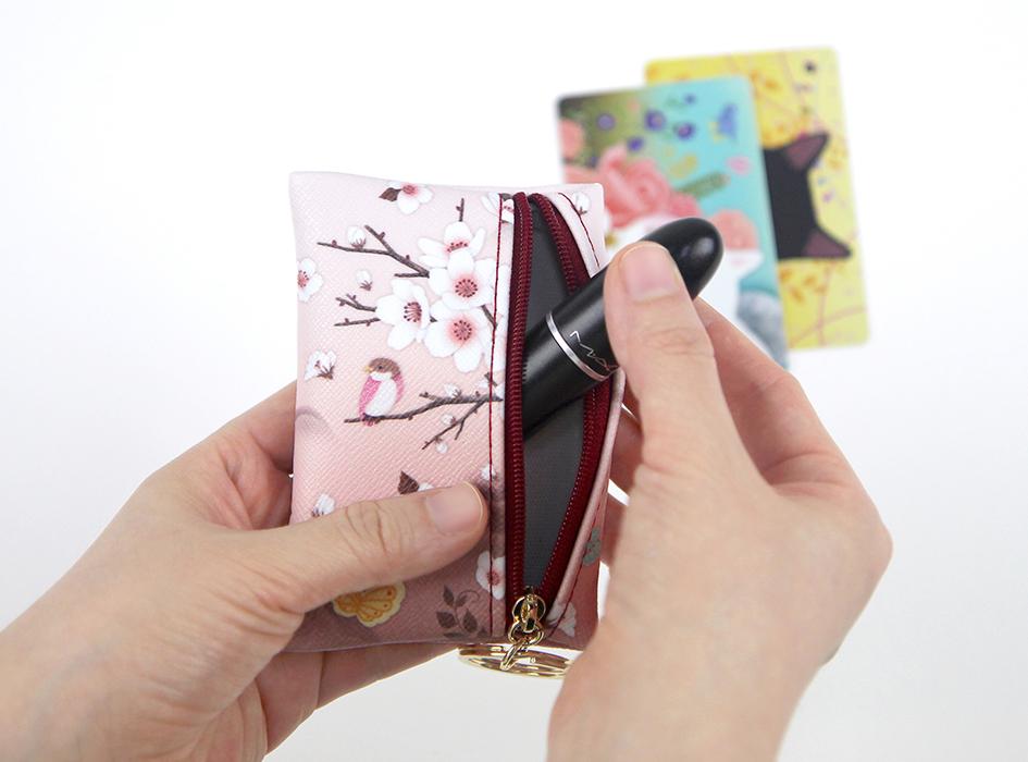 カード類はもちろん<br>コスメなどの小物類を<br>入れるのもおすすめ♪