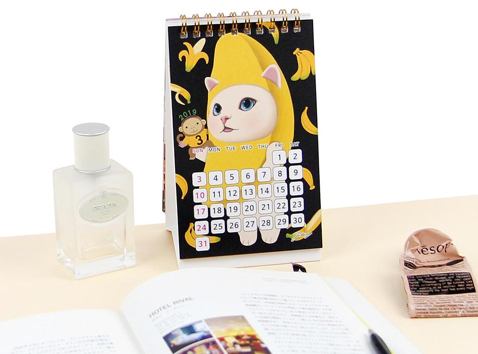 3月のデザインは、バナナ猫!<br>手に持っているおさるさんが愛らしい♪<br>ビビッドなイエローも見ているだけで<br>元気がでます◎