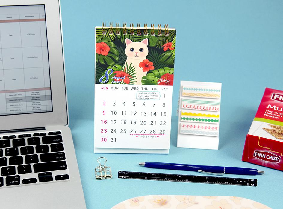 夏真っ盛りの8月は<br>トロピカルな雰囲気の絵柄♪<br>普段ではあまり見かけない<br>choo chooのデザインを<br>楽しめるのがカレンダーの<br>魅力の1つです(^^)